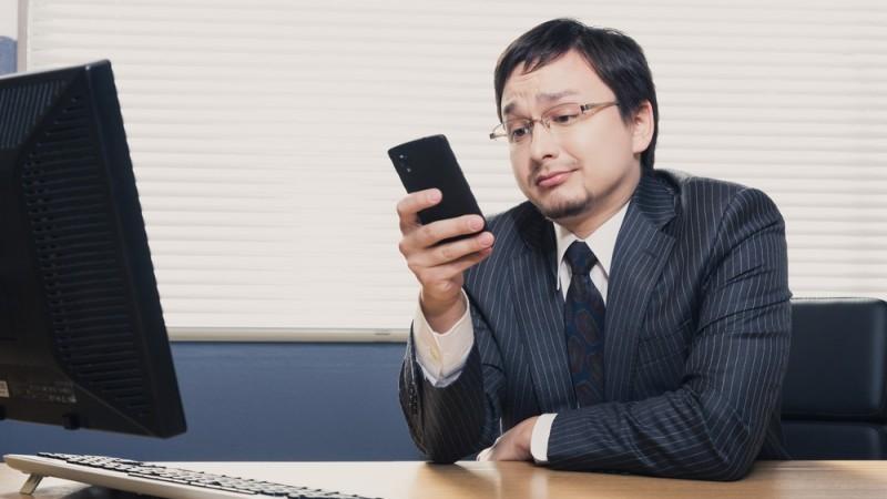 「携帯電話の料金が高い」の絵